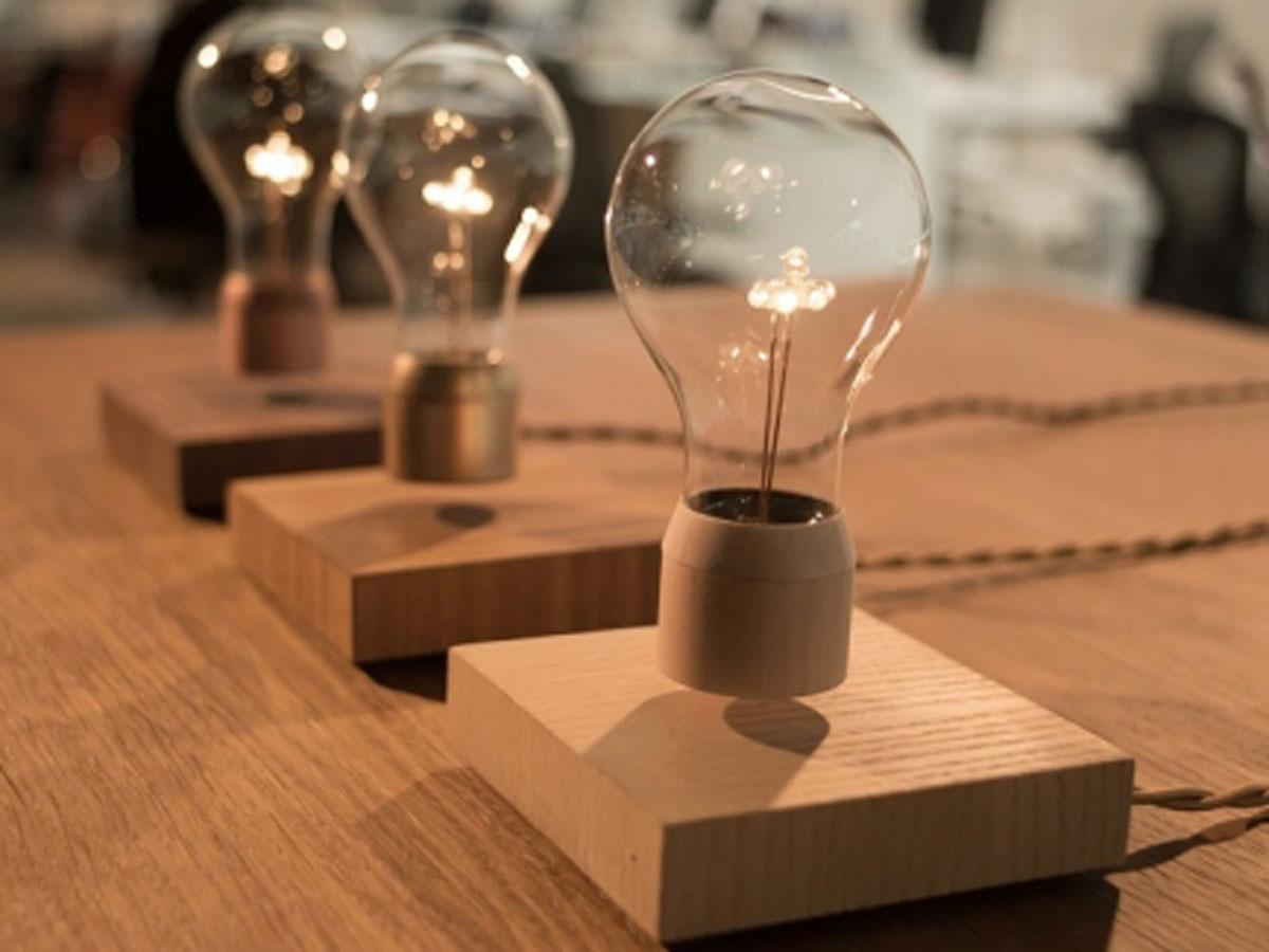 Die schwebende LED Lampe