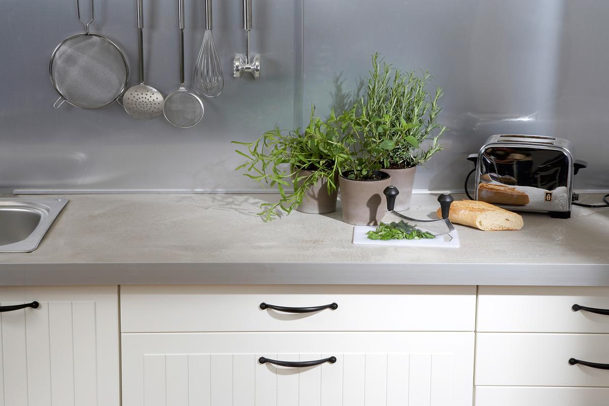 Küchenarbeitsplatte gestalten: Beton, Kork, Mosaik ...